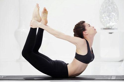 nhung tu the yoga gay choang vang cua sao viet - 3