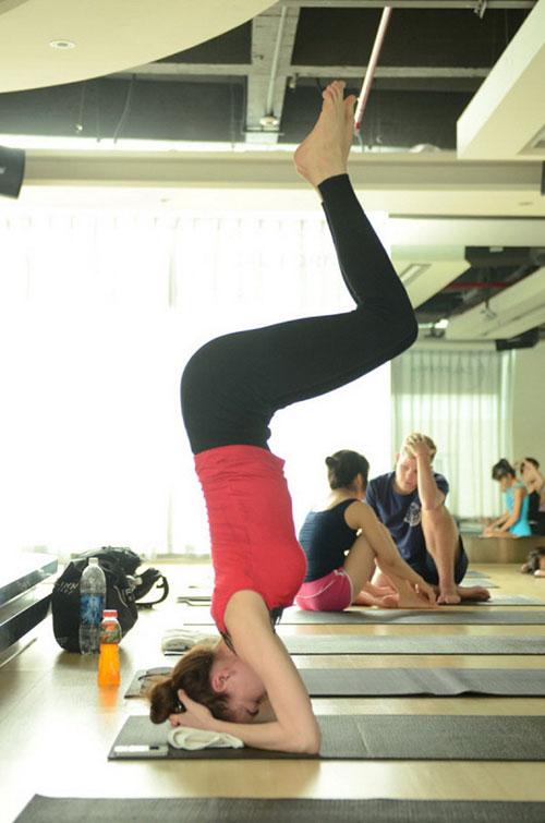 nhung tu the yoga gay choang vang cua sao viet - 2
