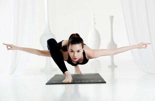 nhung tu the yoga gay choang vang cua sao viet - 5