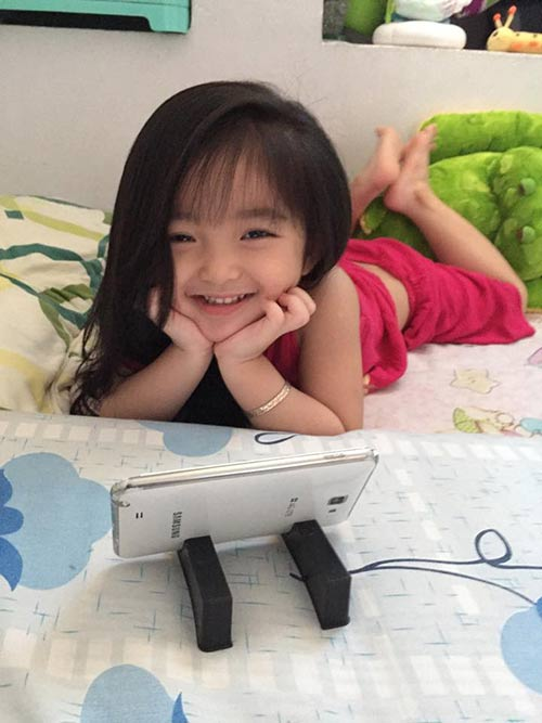 clip de thuong 'rung tim' cua be gai thien than sai gon - 5