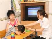 Y tế - Con mắc bệnh tự kỷ vì không được bố mẹ quan tâm