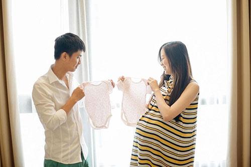 """Ghen tị với mẹ sinh đôi chăm con nhàn tênh nhờ chồng """"đảm""""-9"""