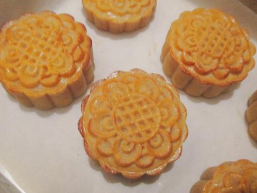 Bánh Trung thu nướng nhân custard đầy hấp dẫn-8
