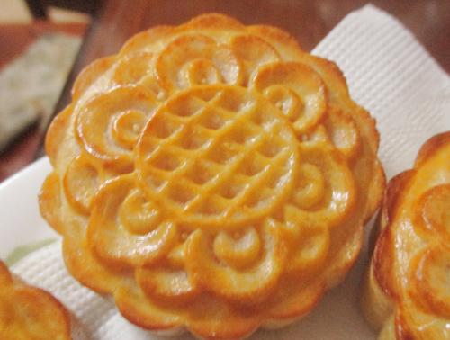 Bánh Trung thu nướng nhân custard đầy hấp dẫn-9
