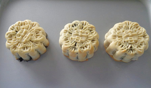 Cách làm bánh Trung thu nhân mè đen thơm ngon-13