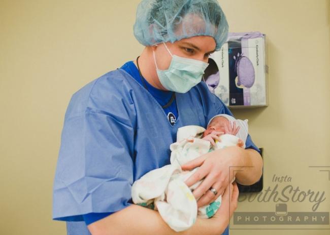 Xem tận mắt ca sinh mổ thai nhi ngôi ngược