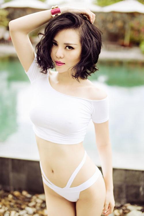 tra giang khoe duong cong hut mat voi bikini - 1