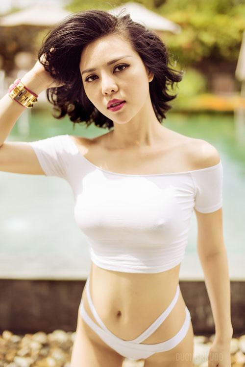 tra giang khoe duong cong hut mat voi bikini - 2