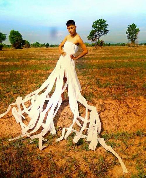 Cười xả ga với anh chàng mặc váy từ lá cây, lồng gà-15