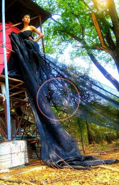 Cười xả ga với anh chàng mặc váy từ lá cây, lồng gà-12