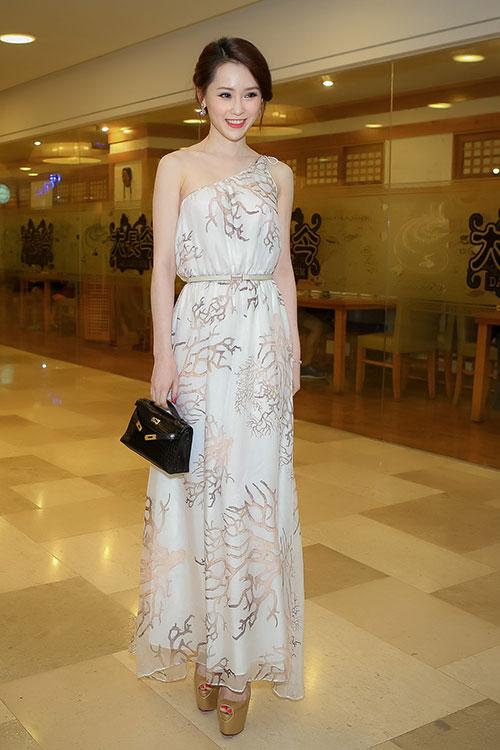 Thái Như Ngọc đẹp ngọt ngào với váy hàng hiệu - 1