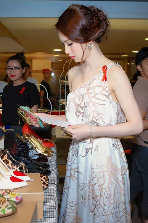 Thái Như Ngọc đẹp ngọt ngào với váy hàng hiệu - 10