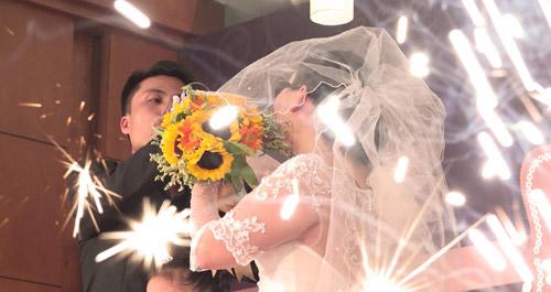Nghẹn ngào hôn lễ của đôi vợ chồng 10 năm không cưới-13