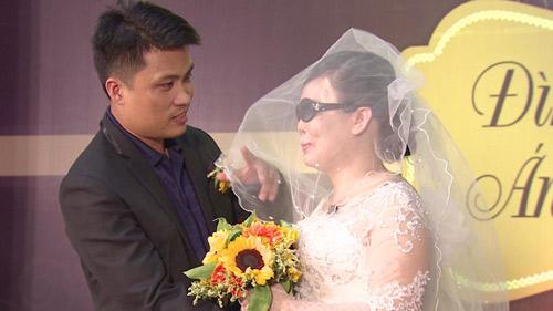 Nghẹn ngào hôn lễ của đôi vợ chồng 10 năm không cưới-11