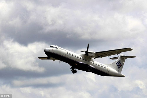 Thân nhân hành khách ATR-42 'chết lặng' đợi tin tức-1