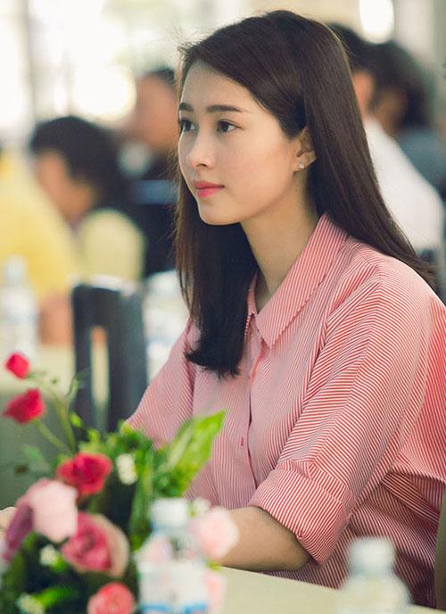 """4 nguoi dep khong ho van lam phai manh """"mat ngu"""" - 3"""
