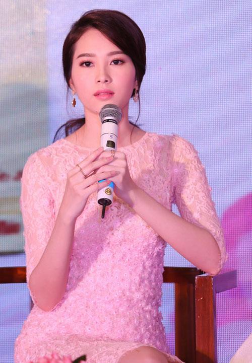 """4 nguoi dep khong ho van lam phai manh """"mat ngu"""" - 4"""
