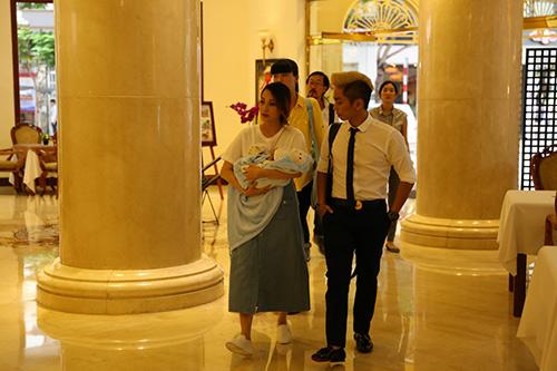 Khánh Thi - Phan Hiển tổ chức tiệc đầy tháng cho con - 9