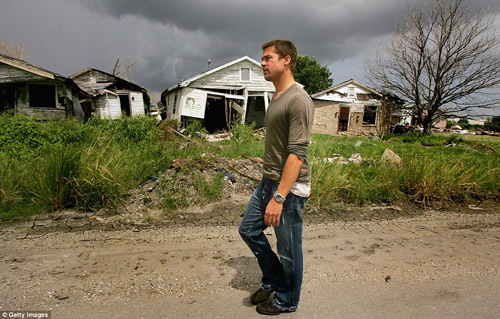 Brad Pitt xây nhà cho 109 hộ gia đình mất nhà sau cơn bão-7