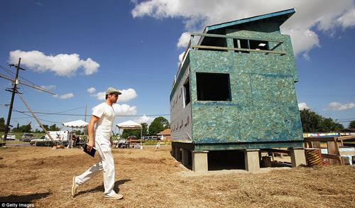 Brad Pitt xây nhà cho 109 hộ gia đình mất nhà sau cơn bão-12