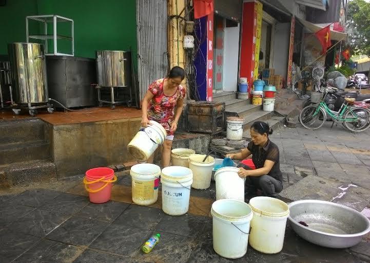 HN: Nhà hàng, quán ăn… lao đao do mất nước kéo dài-1