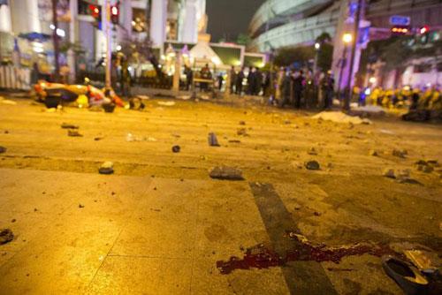 trung tam bangkok tan tac sau vu no bom dam mau - 12