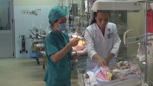 Bé sơ sinh bị đâm thấu sọ hồi phục thần kỳ-1
