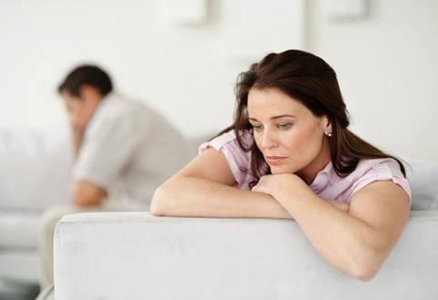 Vô tình xem chồng chat, vợ ghen đến lạnh nhà-1