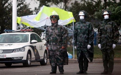 Mưa tạo bọt trắng trút xuống phố ở Thiên Tân sau vụ nổ-6