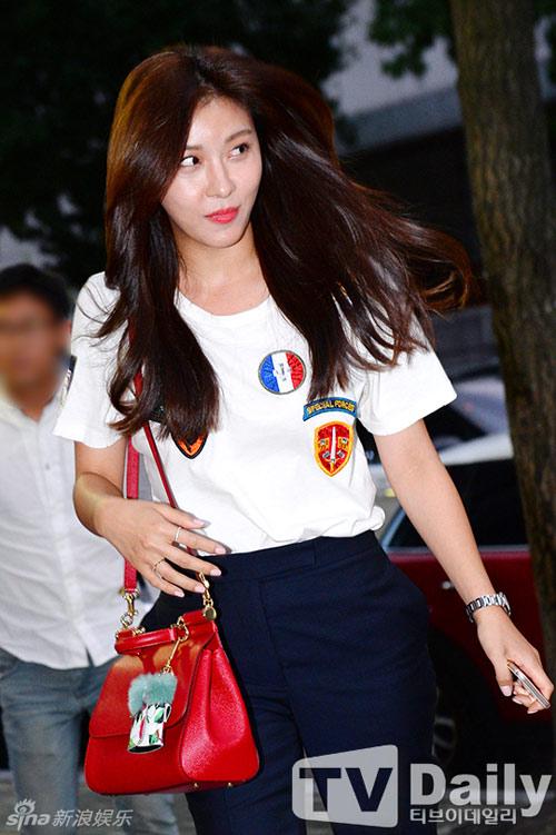 Khuôn mặt Ha Ji Won ngày càng khác lạ - 4