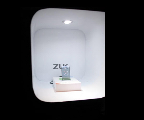 zuk z1: ngam nguyen mau smartphone man hinh trong suot - 5