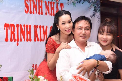 trinh kim chi mung sinh nhat am ap ben chong con - 7