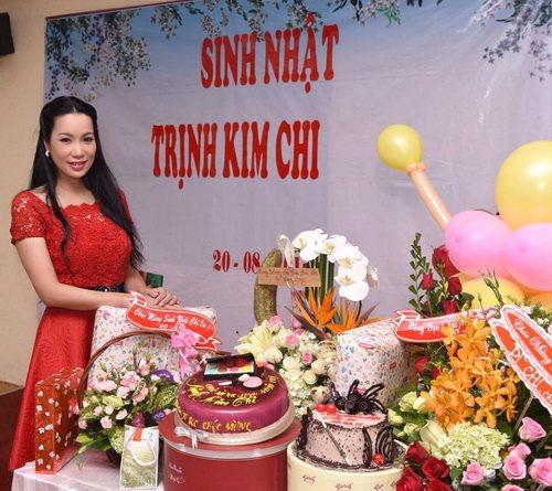 trinh kim chi mung sinh nhat am ap ben chong con - 4