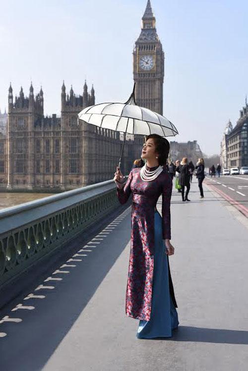 huyen my khoe eo thon trong trang phuc ao dai giua london - 7