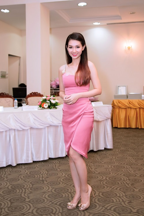 quynh chi do ve goi cam voi truong quynh anh - 1