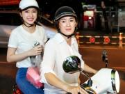 Làng sao - Mẹ Angela Phương Trinh chở con đi từ thiện bằng xe máy