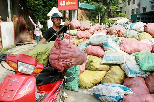 nguoi ha noi mua khoai lang ung ho nong dan vinh long - 9