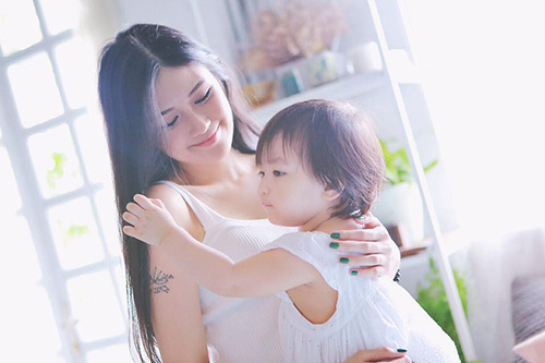 hotgirl 9x lam single mom: 'la phu nu hay nghi thoang len' - 1