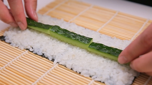 chi vai phut la xong sushi dua chuot - 5