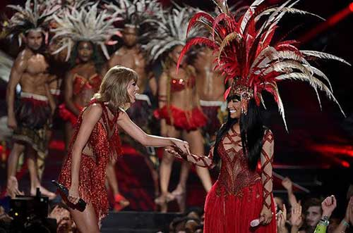 "taylor swift ""danh bai"" dan chi tai video music awards - 4"
