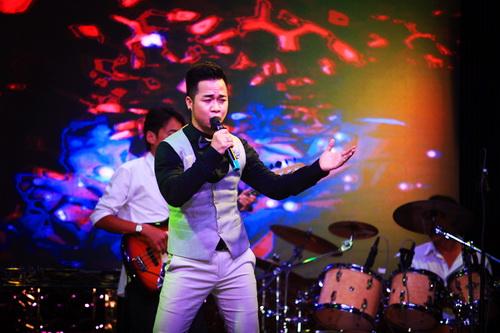 hh giang my bat ngo len san khau hat tang nguyen vu - 10