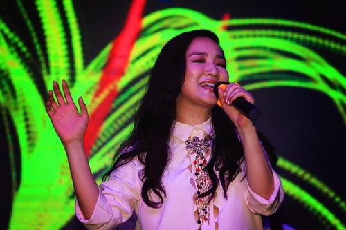 hh giang my bat ngo len san khau hat tang nguyen vu - 3