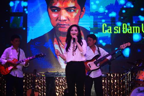 hh giang my bat ngo len san khau hat tang nguyen vu - 5