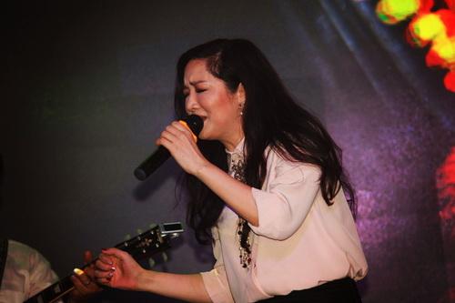 hh giang my bat ngo len san khau hat tang nguyen vu - 6