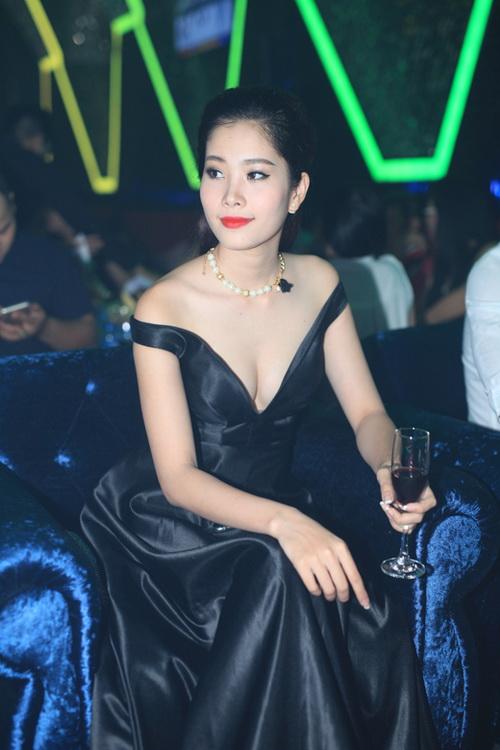 hh giang my bat ngo len san khau hat tang nguyen vu - 14