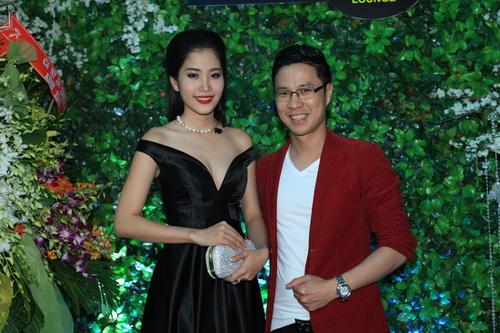 hh giang my bat ngo len san khau hat tang nguyen vu - 16