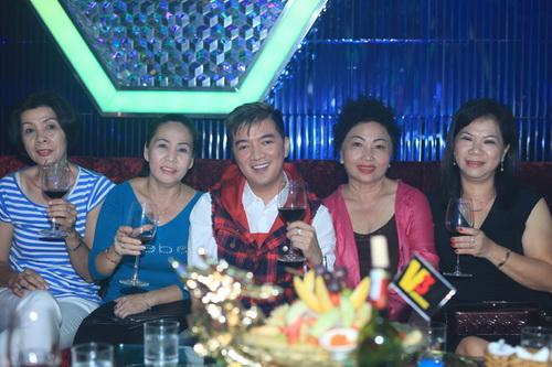 hh giang my bat ngo len san khau hat tang nguyen vu - 19