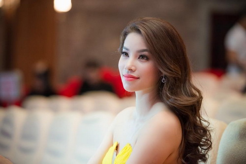 khong the roi mat truoc ve long lay cua pham huong - 9