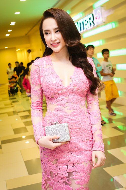 top 10 my nhan viet trang diem dep nhat thang 8 - 1