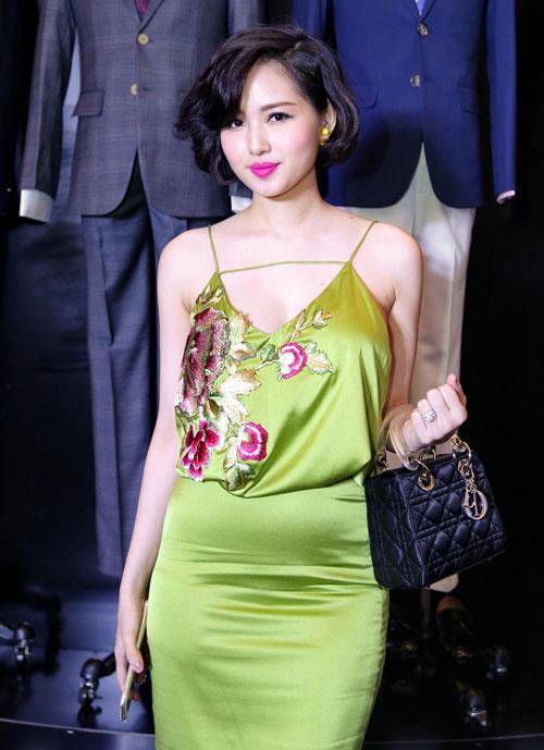 top 10 my nhan viet trang diem dep nhat thang 8 - 3